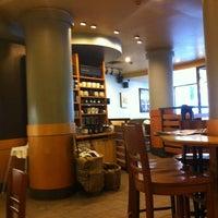 2/8/2013 tarihinde Canan A.ziyaretçi tarafından Starbucks'de çekilen fotoğraf