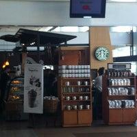 Foto diambil di Starbucks oleh Dimple K. pada 10/28/2012