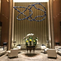 Das Foto wurde bei Sheraton Grand Jakarta Gandaria City Hotel von Novita A. am 4/19/2018 aufgenommen
