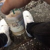 Foto tomada en Starbucks Coffee por Gael D. el 8/20/2017