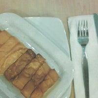 Photo taken at Pizza Hut by nemilalakat on 5/11/2014