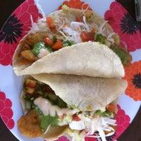 Foto tomada en Marisma Fish Taco por Nina G. el 11/27/2012