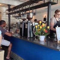 5/31/2014 tarihinde Irma B.ziyaretçi tarafından Intelligentsia Coffee Bar'de çekilen fotoğraf