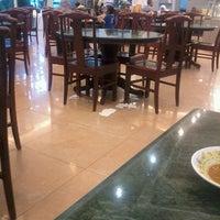 Photo taken at Restoran Original Penang Kayu Nasi Kandar by Johnny L. on 4/23/2013