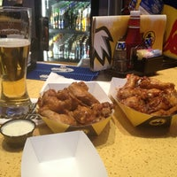 Photo taken at Buffalo Wild Wings by EDoubleE . on 2/5/2013
