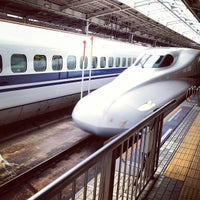 Photo taken at JR 新大阪駅 25-26番線ホーム by cohue on 7/1/2013