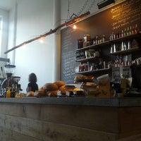 Foto tomada en Hopper Coffee & Bakery por Yuri v. el 10/2/2012