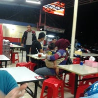 Photo taken at Ayam Lepaas by Febriansyah Y. on 1/28/2013