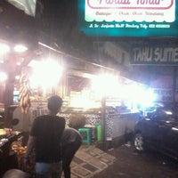Photo taken at Baraya Travel by Febriansyah Y. on 5/24/2014