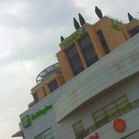 Photo taken at Holiday Inn Salmiya by M4NOR4 on 1/20/2013