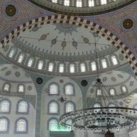 Photo taken at Kayisdagi Fatih Cami by Adil G. on 7/8/2016