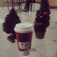 11/29/2012 tarihinde Renz Roger B.ziyaretçi tarafından Starbucks Coffee'de çekilen fotoğraf