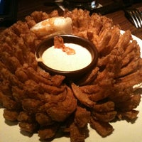 Photo taken at Outback Steakhouse by Livia Z. on 11/4/2012