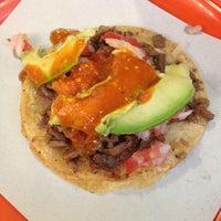 Foto tirada no(a) Tacos El Periferico por Ale C. em 7/14/2013