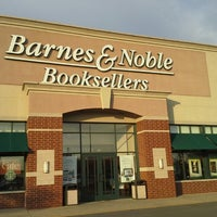 Photo taken at Barnes & Noble by Kelly G W. on 5/31/2013