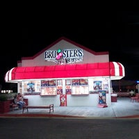 Photo taken at Bruster's Ice Cream by Lisa B. on 1/13/2013