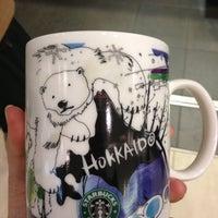 Photo taken at Starbucks by MOMO🍑 on 1/27/2013