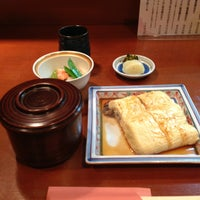 Photo taken at うなぎと和食 いとう by Tsuyoshi I. on 7/17/2013