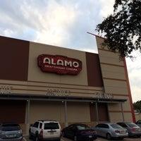 Foto tirada no(a) Alamo Drafthouse Cinema por Brenda N. em 10/26/2013