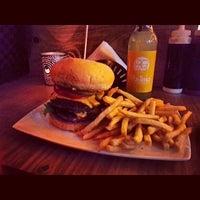Das Foto wurde bei Burger House von Khalid A. am 2/17/2014 aufgenommen