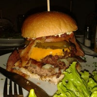 รูปภาพถ่ายที่ Big Kahuna Burger โดย Diego S. เมื่อ 5/17/2014