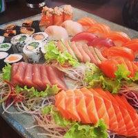 Foto tirada no(a) Ryuu Sushi Bar por Carolina M. em 5/14/2013