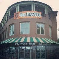 Foto tirada no(a) Delancey Street Restaurant por Brien W. em 10/25/2012