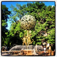 Снимок сделан в Фонтан-памятник «Адам и Ева под Райским деревом» пользователем Julia M. 6/20/2013