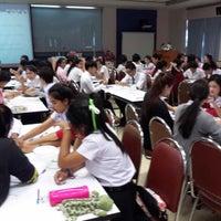 Photo taken at คณะวิทยาลัยการฝึกหัดครู มหาวิทยาลัยราชภัฏพระนคร by Mr-bank I. on 2/9/2015