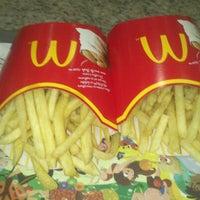 Foto tirada no(a) McDonald's por Laís de O. em 2/12/2013