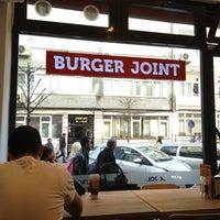 4/23/2013 tarihinde Hasan K.ziyaretçi tarafından Burger Joint'de çekilen fotoğraf