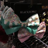 Photo taken at Hot Topic by §uz E. on 1/28/2018