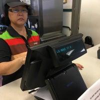 Photo taken at Burger King by §uz E. on 5/29/2017