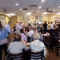 รูปภาพถ่ายที่ Village Bread Cafe โดย Robbin T. เมื่อ 5/5/2013