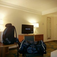 Foto diambil di La Quinta Inn & Suites Atlanta Conyers oleh Morgan F. pada 12/28/2012
