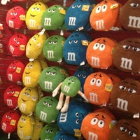 Photo taken at M&M's World by Anzonette P. on 4/28/2013
