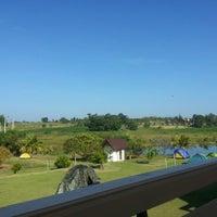 Photo taken at ปลายน้ำ คันทรีวิว by anuwat on 10/28/2012