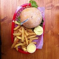 6/1/2013にRob K.がRembrandt Burgerで撮った写真