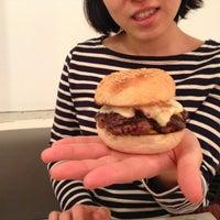 Das Foto wurde bei Fräulein Burger von Bernd am 2/10/2013 aufgenommen