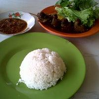 Photo taken at Pujasera Merdeka by S Syarach R. on 9/27/2013
