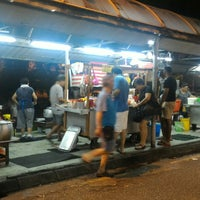 Photo taken at Jalan Ipoh Curry Mee by Jules O. on 5/27/2017