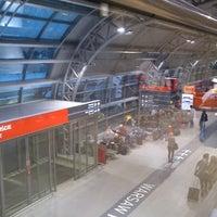Foto diambil di Warsaw-Modlin Airport oleh Alexis S. pada 12/10/2012