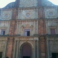 Photo taken at Basilica of Bom Jesus by Venkatesh A. on 1/16/2013