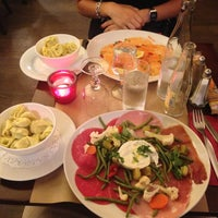 Photo taken at San Remo Pizzeria by Francesco A. on 8/20/2013