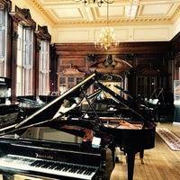 Foto tomada en Yamaha Music London por Helen V. el 5/27/2017