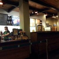 Снимок сделан в Starbucks пользователем Cluelinary 9/30/2012