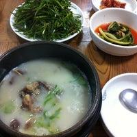 Photo taken at 장수장 꼬리곰탕(수영점) by Yongho L. on 8/5/2013