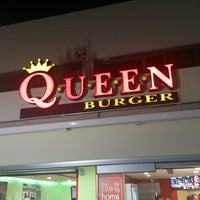 Photo taken at Queen Burger by Δαμιανός Π. on 10/12/2013