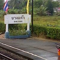 Photo taken at สถานีรถไฟบางแก้ว (Bang Kaeo) SRT4331 by Decky A. on 2/24/2013