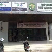Photo taken at Dewan Pendidikan Provinsi Kaltim by Decky A. on 12/12/2012